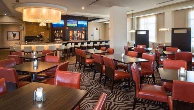 Courtyard-Irvine_Spectrum_0039_140803_SNASI_bistro_bar_seating1_HiRes